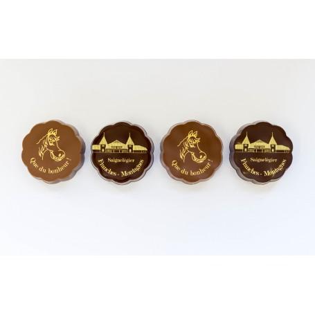 spécialité au chocolat et caramel enrobage lait et noir.